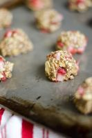 These Strawberry Chia Oat Bites are a simple and delicious way to fill up with healthy whole grains and fruit to fuel you for hours!