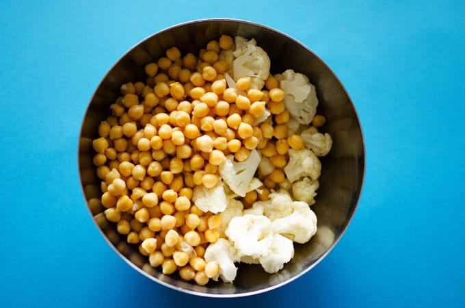 Chickpeas and cauliflower in a bowl