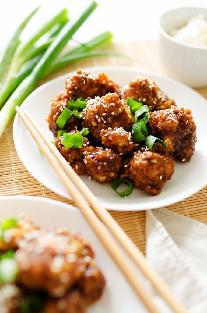 This Sticky Garlic Cauliflower tastes just like the sticky garlic chicken from your favorite Chinese takeout place, but totally vegetarian (and WAY delicious!)