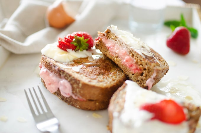 These healthy Valentine's Day recipes are an assortment of healthy (and romantic) breakfasts, dinners, and sweet treat recipes to make for your loved one this February.