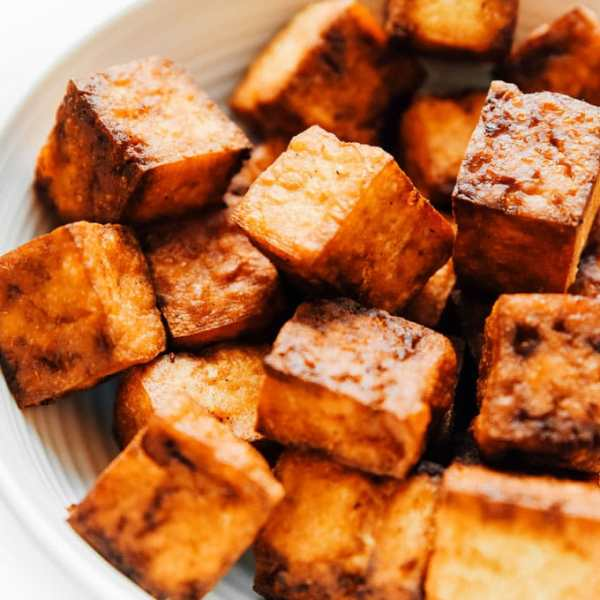 Crispy tofu recipe in a white bowl - This vegan air fried tofu tastes like it's straight from the deep fryer (while being way lower in fat).