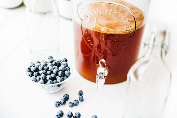 Ingredients to make blueberry kombucha
