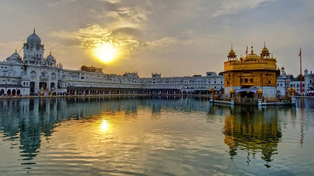 15 Beautiful Golden Temple Images Taken By Pro