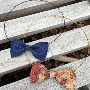 Halsketting met strikje in kurkleer