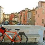 Stop alla bicicletta per Venezia. Anche portata a mano