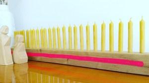 DIY-Adventskalender aus Holz mit Kerzen selberbauen