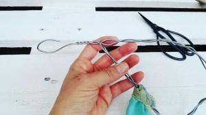 Upcycling-Kescher Drahtstiel wird zu Ring geschlossen
