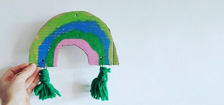 Deko-Regenbogen aus Kartonresten - Upcycling-Idee #regenbogengegencorona