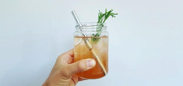 Tolles Rezept für einen selbstgemachten Pfirsich Shrub mit Thymian