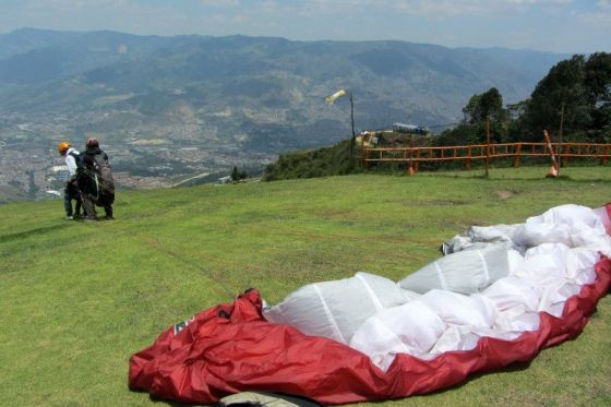 paragliding in medellin colombia