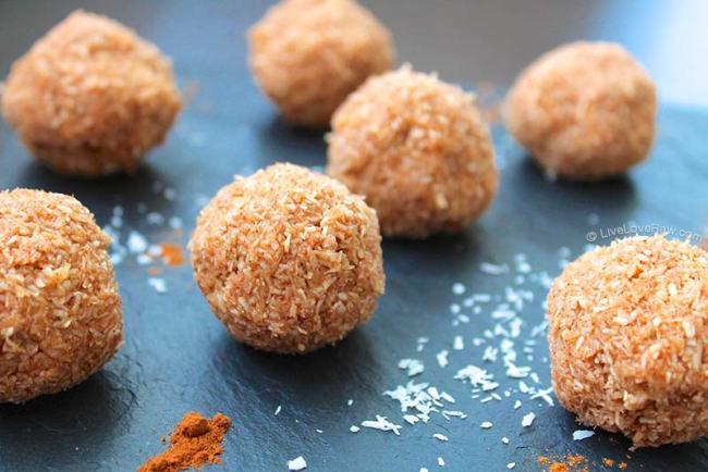 Sugar-free raw vegan cinnamon coconut balls recipe by Anya Andreeva