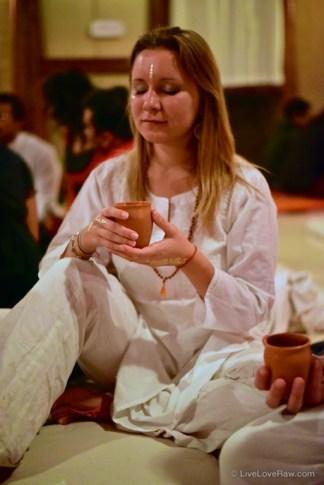 Anya Andreeva cacao ceremony at Nataraj dance festival, India. Photo credit: Avneesh Kumar
