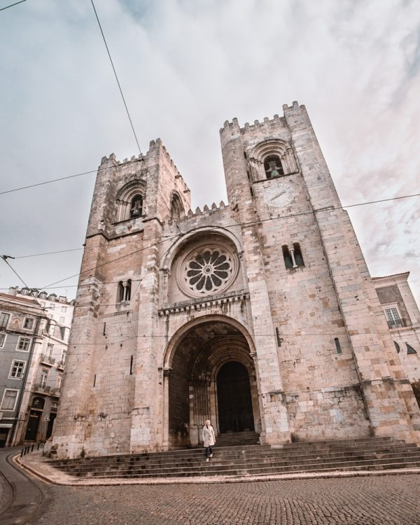 Lisbon Cathedral. Find the best places in Lisbon for Instagrammable photos and when to go to get them to yourself!