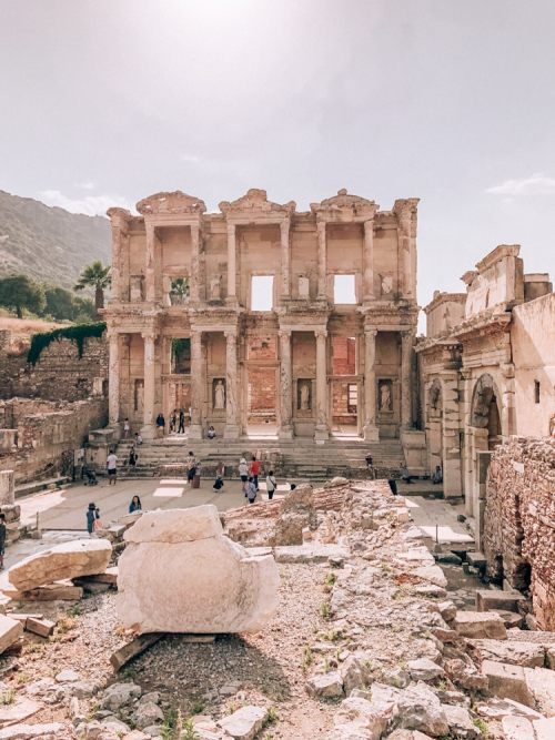 Visiting Ephesus in One Day: Exploring a Biblical City's Ruins - www.liveloveruntravel.com