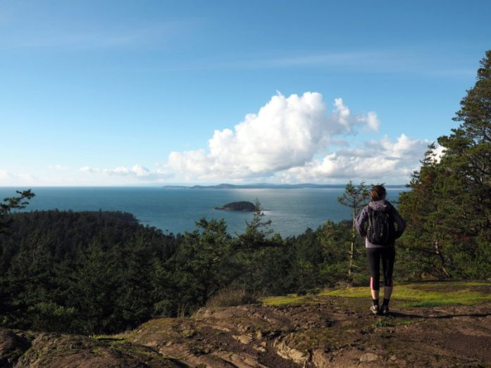 Ultimate Summer Weekend Getaway to Anacortes// Located on Fidalgo Island in Washington State, Anacortes is the perfect summer getaway spot. Explore the spectacular outdoors by hiking, biking or kayaking, spot seals and orcas, and discover fantastic local food and arts scene, plus loads of fun festivals! Check out this sample itinerary for the best weekend of your summer - LiveRecklessly.com