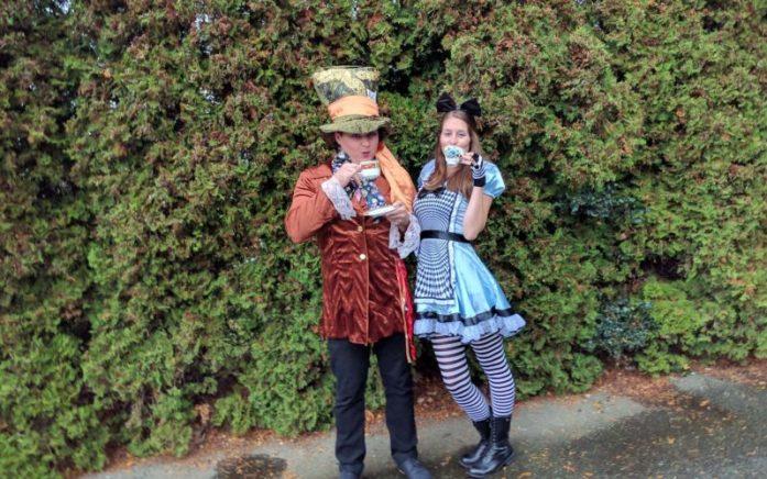 halloween-costumes-alice-in-wonderland