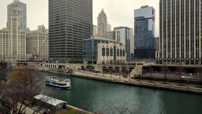 Why I prefer off season travel - LiveRecklessly.com Chicago River Loop