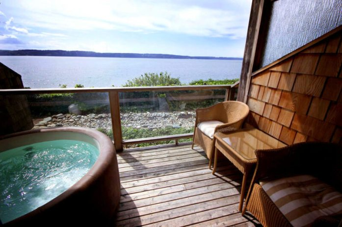 Camano Island Inn 8 sweet spring weekend escapes in Washington State. Read more at www.liverecklessly.com
