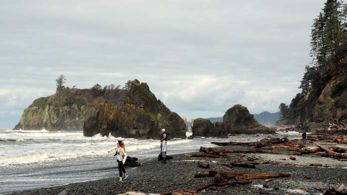 Ruby Beach skipping stones Washington - An Olympic National Park road trip - Live Recklessly