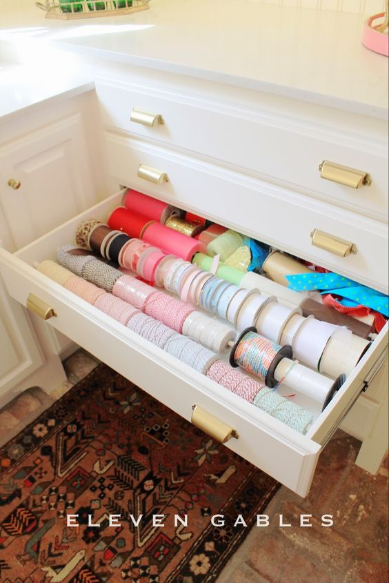Loving these 10 space-saving, order-inducing new uses for tension rods! Who knew?!