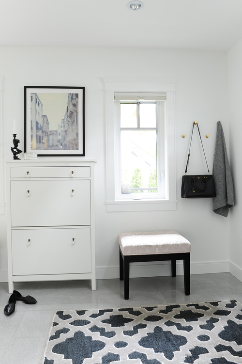 A small, efficient entryway (looking at you, shoe cabinet) that still manages to have Parisian charm.