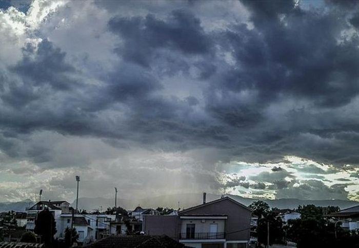 Καιρός: Βροχές και ισχυρές καταιγίδες από το απόγευμα