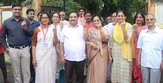 khadse family voting