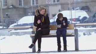 Εσείς θα δίνατε το μπουφάν σας, σε ένα παιδί που θα το είχε ανάγκη; (βίντεο)