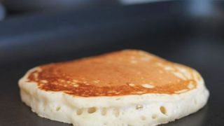 Πεντανόστιμο και υγιεινό super πρωινό, με 2 μόλις υλικά! (ΒΙΝΤΕΟ)