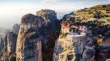 Μια εναέρια ξενάγηση στα Μετέωρα έναν από τους ομορφότερους προορισμούς στον κόσμο (Βίντεο)