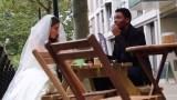 Φαρσέρ πηγαίνει στο πρώτο ραντεβού και «σκάει» με νυφικό! Τρομερές αντιδράσεις (Βίντεο)