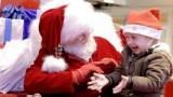 Το Βίντεο που έγινε viral από την πρώτη στιγμή και συγκίνησε το Youtube: Αϊ Βασίλης μιλά στη νοηματική με ένα μικρό κορίτσι