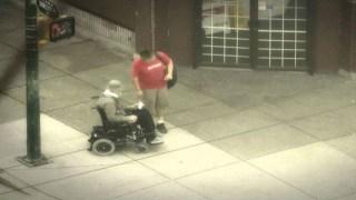Ντύθηκε άστεγος και βγήκε στους δρόμους. Η αντίδραση των περαστικών; Ανεκτίμητη!