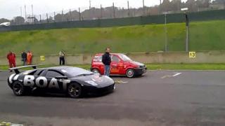 Φιατάκι τα βάζει με Lamborghini Murcielago! Δείτε την απρόσμενη εξέλιξη… (Video)