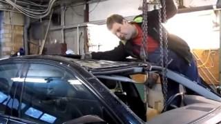 Αυτός ο τύπος παίρνει τρακαρισμένα αυτοκίνητα και τα φτιάχνει σε 4 ημέρες [Βίντεο]