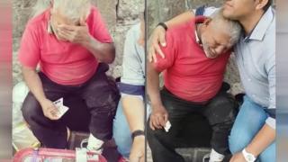 Πουλούσε ζαχαρωτά στον δρόμο για να μπορέσει να ζήσει. Τότε τον πλησιάζει ένας άγνωστος και κάνει ΚΑΤΙ μοναδικό..!
