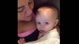Μαμά λέει «σ'αγαπώ» στο μωρό κοριτσάκι της. Η «απάντηση» της μικρής; Θα σας κάνει να λιώσετε!