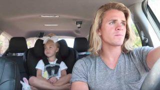 Τράβηξε βίντεο την κόρη του μέσα στο αυτοκίνητο καθώς τραγουδούσαν καραόκε. Λίγες μέρες μετά, το έχουν δει πάνω από 6.000.000 άνθρωποι!