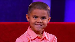 Είναι μόνο 5 ετών και ιδιοφυΐα στα μαθηματικά! Μπορεί να κάνει δύσκολες και πολύπλοκες μαθηματικές πράξεις σε λίγα μόλις λεπτά εκπλήσσοντας τους πάντες. (Βίντεο)