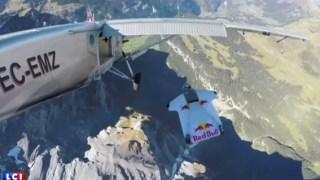 Πήδηξαν από μια κορφή ύψους 4.000 μέτρων και κατάφεραν να προσγειωθούν σε ένα μικρό αεροπλάνο. (Βίντεο)