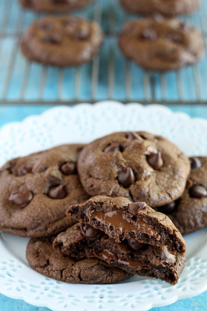 A plate of Nutella cookies. More cookies rest on a cooling rack in the background.
