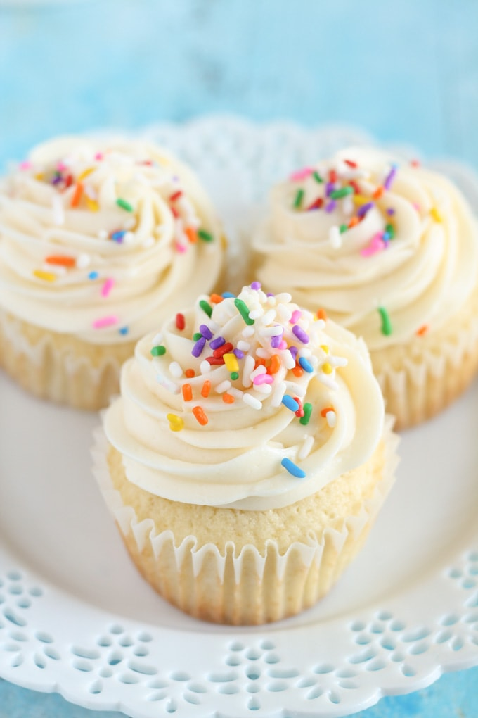 EASY VANILLA CUPCAKE RECIPE FROM SCRATCH - Chef Lola's Kitchen  |Vanilla Cupcakes Recipe