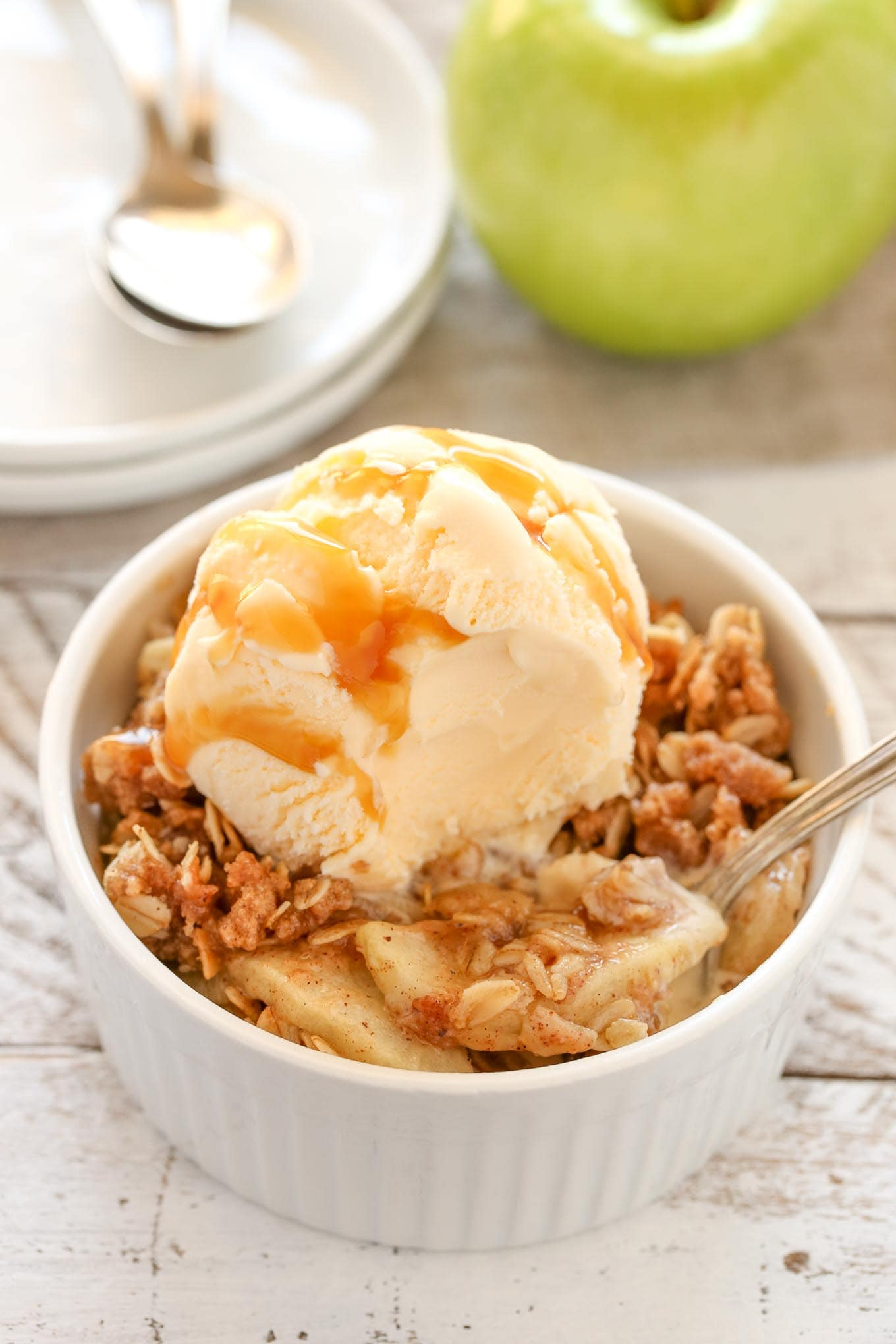 An easy Cinnamon Apple Crisp recipe made with sliced apples and a crispy brown sugar oat topping. The perfect easy dessert for any time of year!