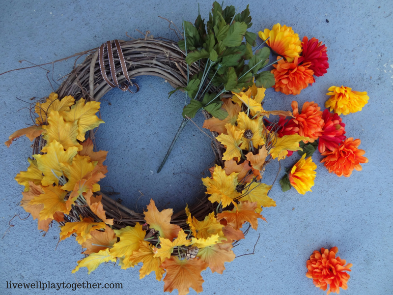 Easy DIY Fall Wreath that you can make in 30 minutes or less! #fall #falldecor #thanksgiving #wreath #fallwreath #diy #crafts #fallcrafts