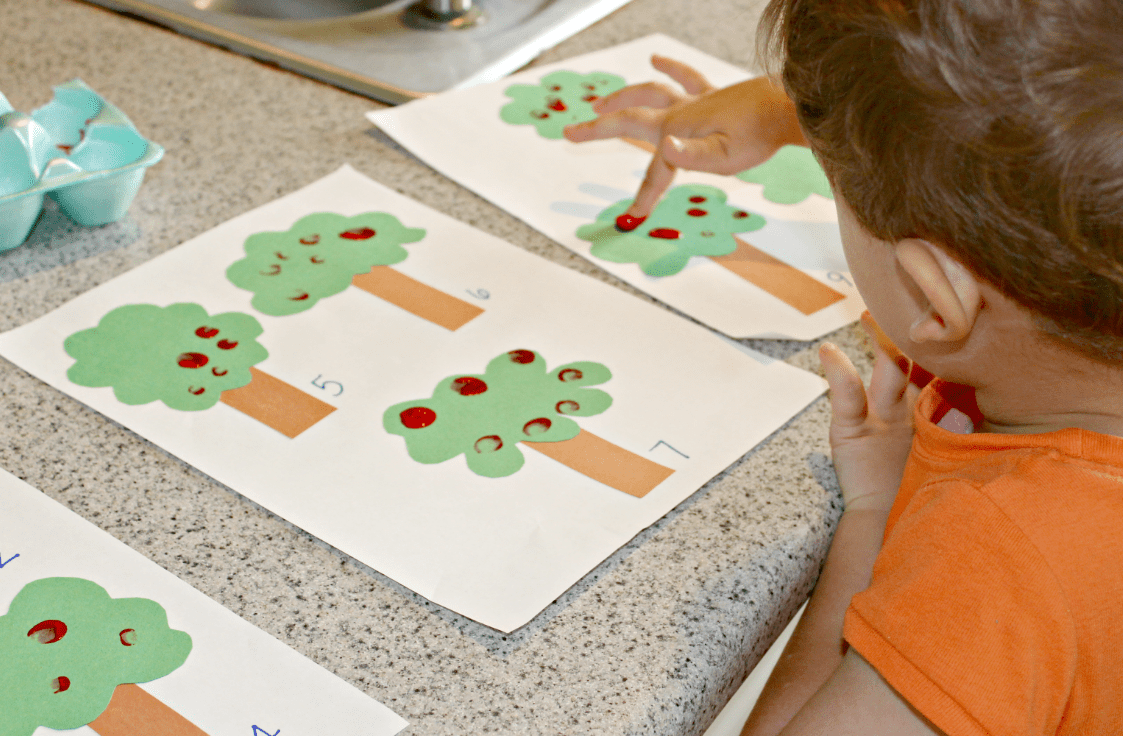 Apple Counting: A Fun Math Activity For Kids + FREE Printables - Live Well  Play Together