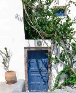 greece-santorini-trees-door