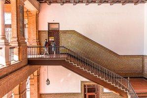 seville-plaza-de-espana-staircase
