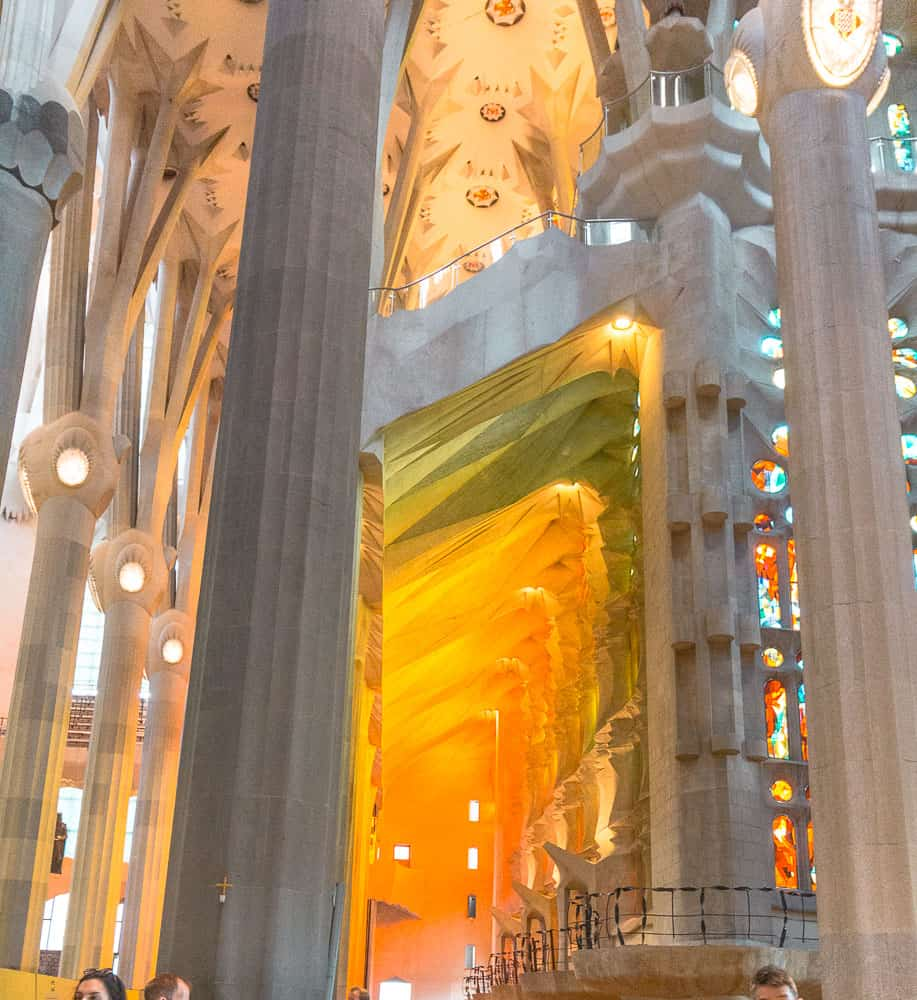 barcelona la sagrada familia lights