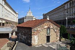 Church_of_Saint_Petka,_Sofia_(by_Pudelek)