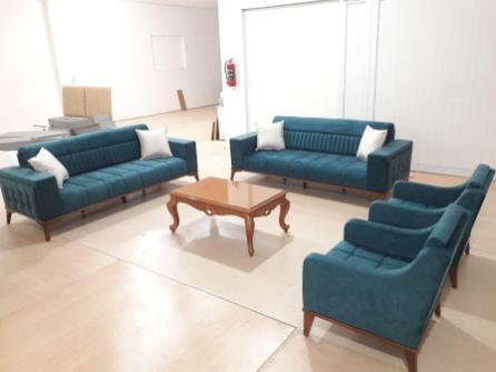 """نقدم لكم طقم غرفة الجلوس """"Corner"""". موديل جديد كلاسيكي وراقي. 😍👍 ⭐ مؤلف من 4 قطع: كنبتين ثلاثيات قابلات للفتح ليصبحوا سرير 🌠 + 2 قلطق. ⭐ مصنوعة من افضل انواع خشب الزان والأقمشة 💯."""